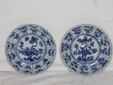 Lot of 2 Recessed Polylobed Saucers - China - 18th Century (Kangxi Period).