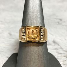 18kt yellow gold C design, 0.18ct total