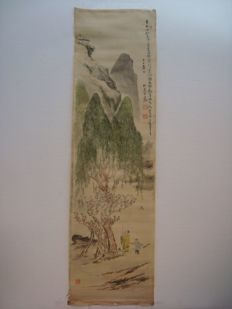 Delicate scroll painting on silk - China - late 20th century