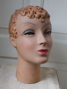 Life-size bust, shop window female mannequin - Brussels 2nd half 20th century.