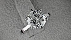 IGL 2.05 ct round diamond ring made of 14 kt white gold