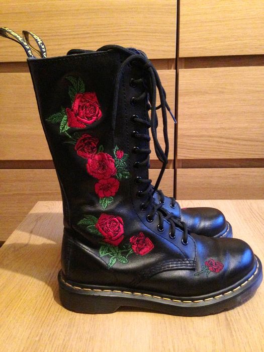 Dr Martens -black leather high boots