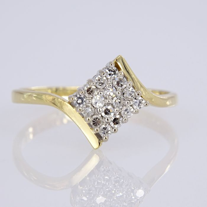 18 karat yellow gold ring with 16 clear diamonds 0 24 ct No Reserve