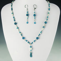 Matching set of earrings and necklace with Roman glass, shell and stone beads, including melon beads - 56 cm