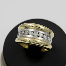 Wide two-tone ring made from white and yellow gold with brilliant cut diamonds – Ring size 19 (Spain)
