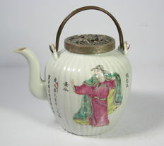 Teapot - porcelain - China - 19th century