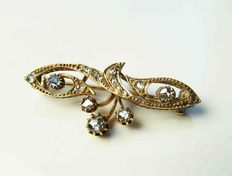 Gold Victorian brooch with 0.5 ct rose cut diamond