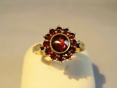 Garnet ring with faceted faceted Bohemian garnet roses