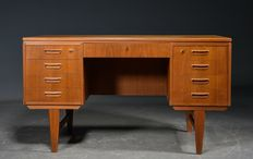 Danish furniture manufacturer - fine desk with teak veneer
