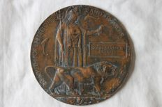 Authentic large bronze individual fallen Memorial plate/death plaque. WW1.