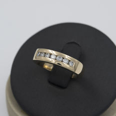 Yellow gold ring with brilliant cut diamonds – Ring size 12 (Spain).