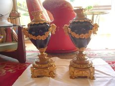 A pair of Louis XVI blue vases, framed up in gilt-bronze (ormolu) - Italy, early 20th C