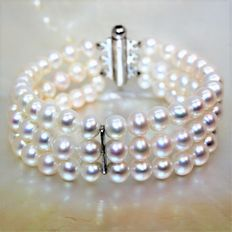 Triple thread bracelet - round cultured freshwater pearls Ø 6-6.5 mm