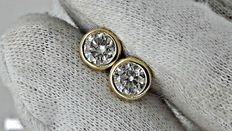1.04 ct SI1  round diamond stud earrings 14 kt yellow gold