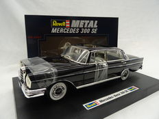 Revell - Scale 1/18 - Mercedes-Benz 300 SE Heckflosse Type W111, 1959 - Colour black