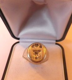 Silver ring with coat of arms Pomian