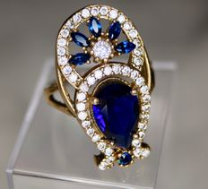 Sterling silver ring with a gold plated head decorated with Cobalt blue Spinel [3.78ct] and 46 small colourless gems
