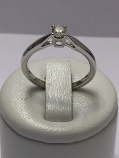 18 kt gold solitaire ring with diamond of 0.25 ct, Top Wesselton - Size 54