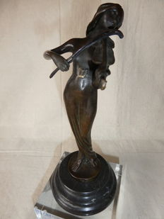 Figurine in Art Deco style with music-making Lady on a marble pedestal - Bronze - Belgium - mid 20th century
