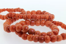 Old Dutch precious coral necklace.