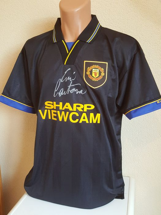 09889c8d1a5 Erik Cantona - hand signed Manchester United 1994 jersey + COA inc.  Photoproof.
