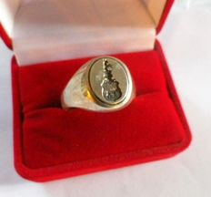 Silver gentleman's ring with coat of arms