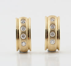 14kt gold diamond earrings total 0.25ct  Top Wesselton-Wesselton G-H / VS2-SI1 - measurements: 13.5 x 6.00 x 13.1 mm. 'Nieuw