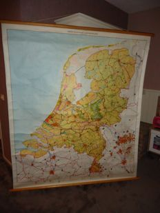 Rollable linen school poster: Third wall map of The Netherlands