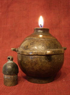 Bronze oil lamp for on a house altar – Mongolia – 17th/18th century