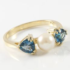 14kt Yellow Gold Ring  Set with Blue Topaz and Fresh Water Pearl