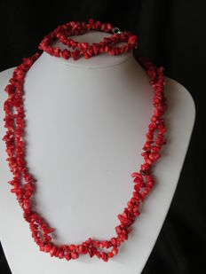 Necklace + bracelet – made of two strands of coral
