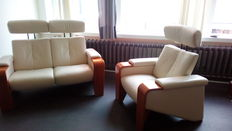 Ekornes Stressless – relax (cinema) sofa, two-seater sofa in white leather and a one-seater sofa in white leather.