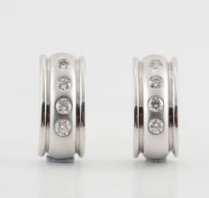 14kt diamond earrings total 0.25ct G-H & VS-SI / measurements: 13.5 x 6.00 x 13.1 mm. / weight 4.20 gr
