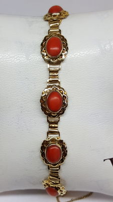 Vintage handmade bracelet, set with coral