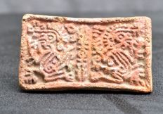 Pre-Colombian earthenware stamp decorated with two monkeys - 6.2 cm