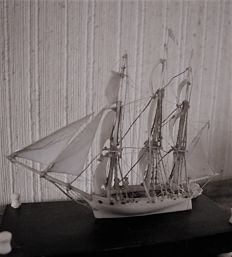 Dieppe, ivory model of a ship with three masts of 16 guns - French - early 19th century