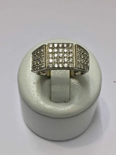 Lovely gold ring with 1.0 ct of Top Wesselton diamonds