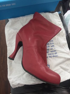 Mint Condition! - Fluevog designer booties - sold for charity!
