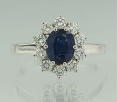 18 kt white gold entourage ring set with a central oval cut sapphire and an entourage of 10 brilliant cut diamonds