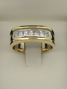 14kt gold ring with diamonds - size 62