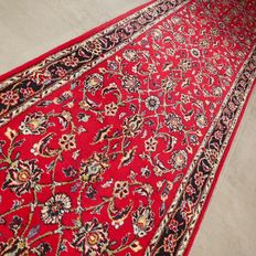 Beautiful XL Keshan Persian runner – 370 x 80 – very good condition – with certificate