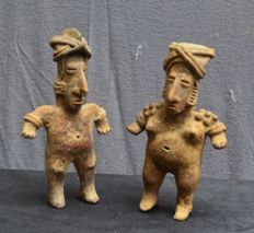 A set of Pre-Colombian earthenware statuettes - depicting a married couple - 18.6 cm