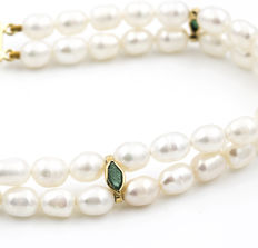 18 kt Yellow gold - bracelet - Fresh water pearls - marquise cut emeralds - length 18cm.