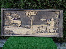 Wood carving with hunting scene - 76 x 35 cm
