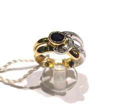 Two-tone 18 kt (750/1000) gold ring with sapphire and diamonds