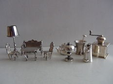 10 pieces silver-plated miniatures.