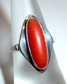 Ring with elongated blood coral from the Mediterranean Sea silver ring head with 8kt gold ring band