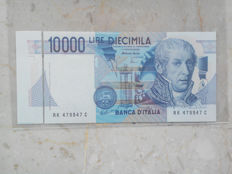 Italy - 10,000 lire 1998 - a banknote with printing variation, error in the cut of the banknote R6