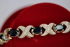 Bracelet with 15 large oval cut Sapphires approx. 8.25 Ct. and small old cut diamonds.