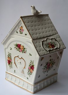 Royal Albert - Biscuit jar in the shape of a bird feeder